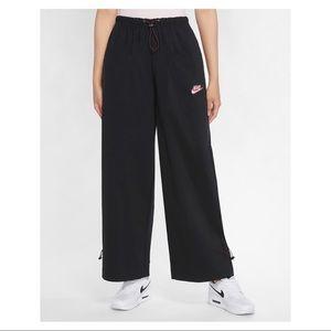 NWT Nike Sportswear Icon Clash Pants Sz M